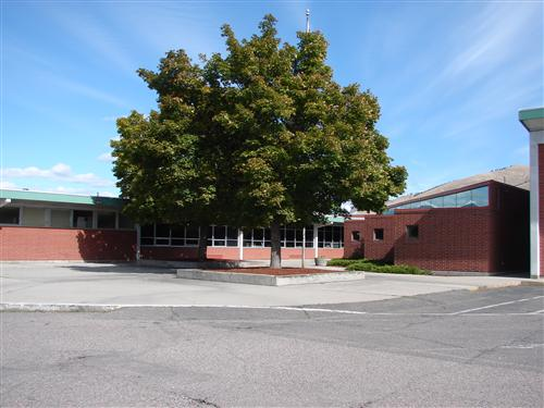 Exterior Photo of Russell Elementary School
